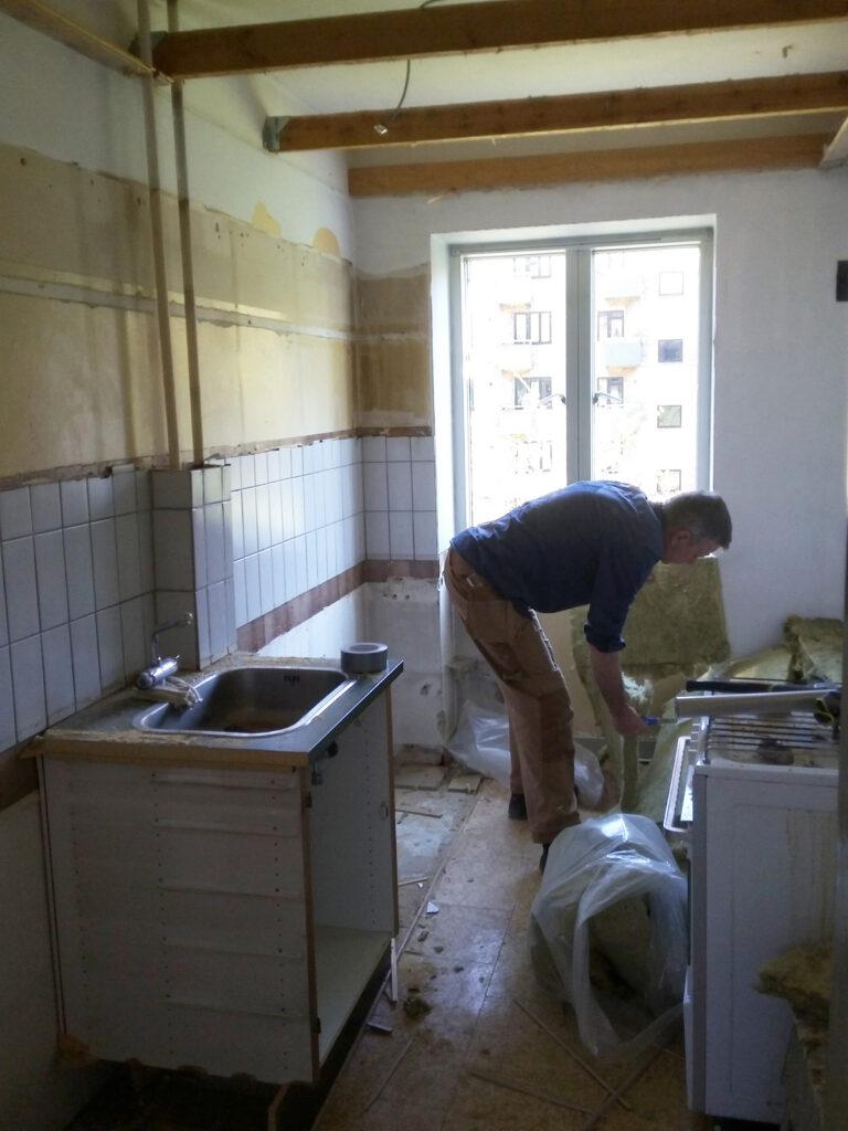 Nedrivning af gammelt køkken - tømrermester Niels Gimbel